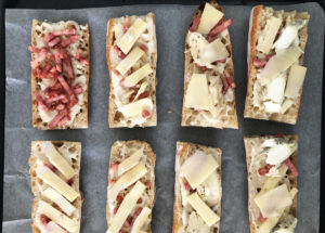 Tartines de pain rassis au fromage